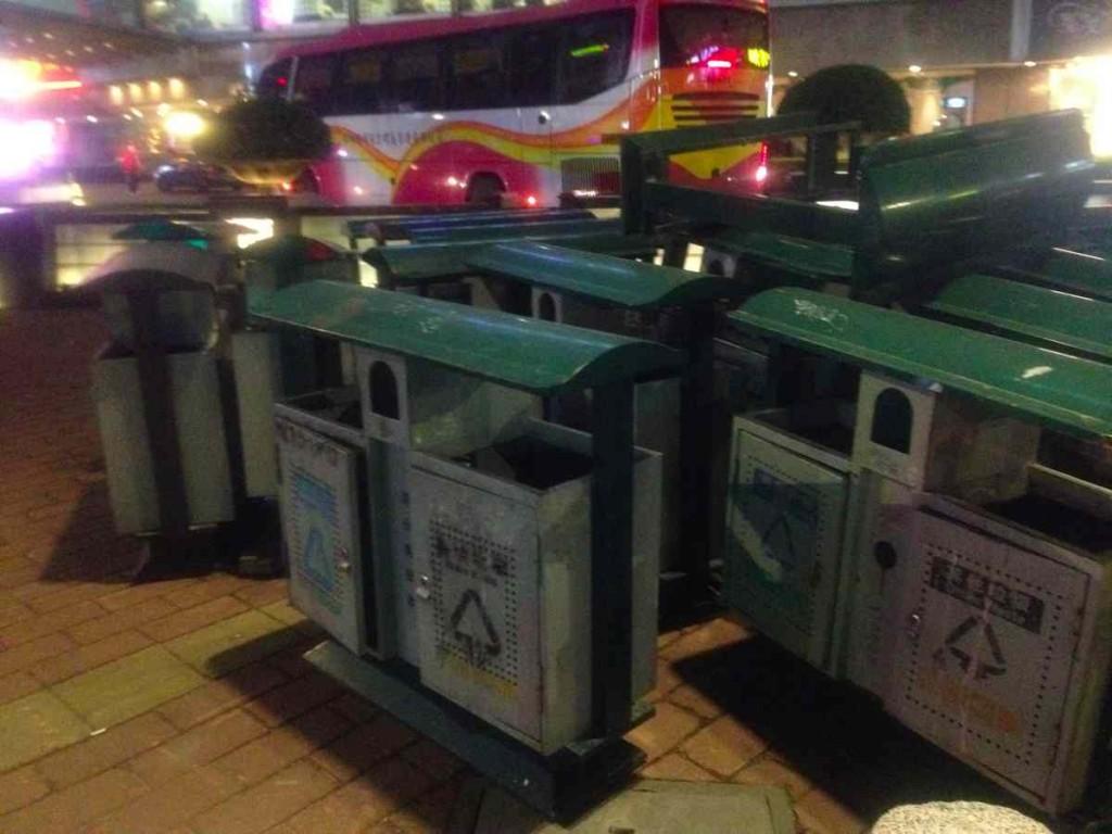 広州路上ゴミ箱