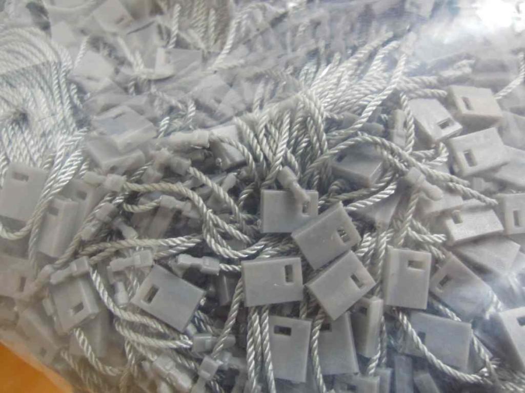糸ロックス