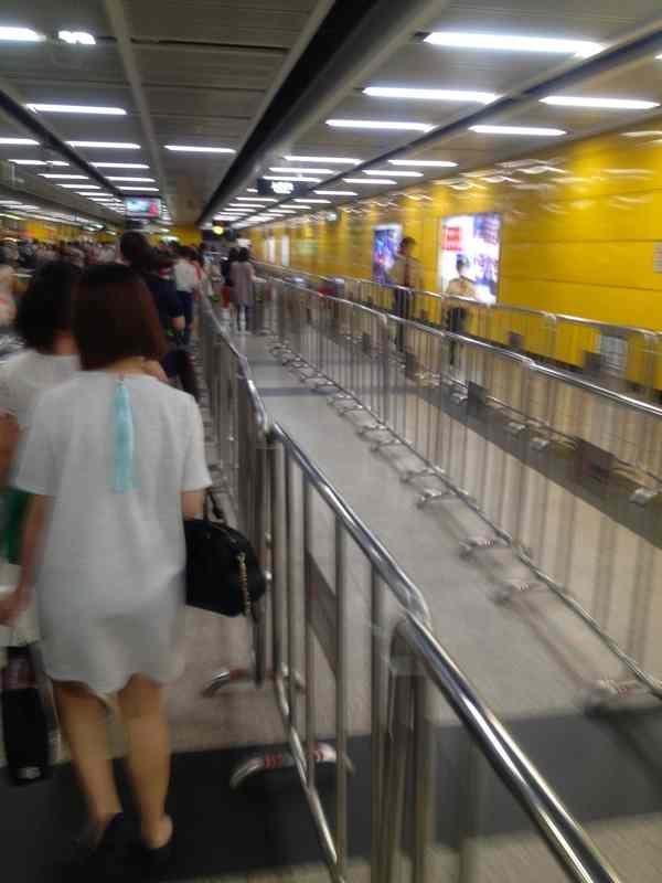 広州地下鉄駅 混雑
