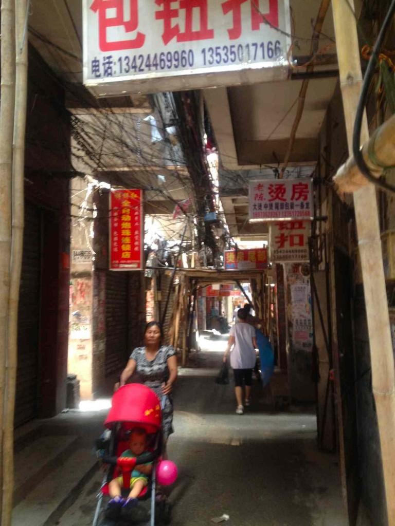 小さな縫製場が集合する街