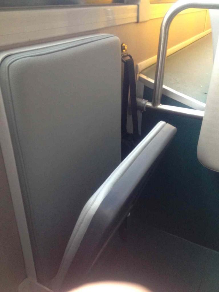 バス折り畳み椅子